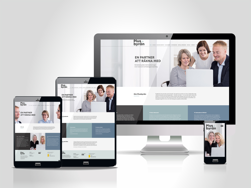 Plusbyråns webbplats på olika skärmar.
