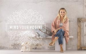 Pia Wetterberg visar kläder till MindYourYogini